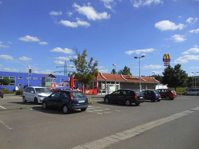 Blick auf saniertes Gebiet in Lebach mit McDonalds im Vordergrund