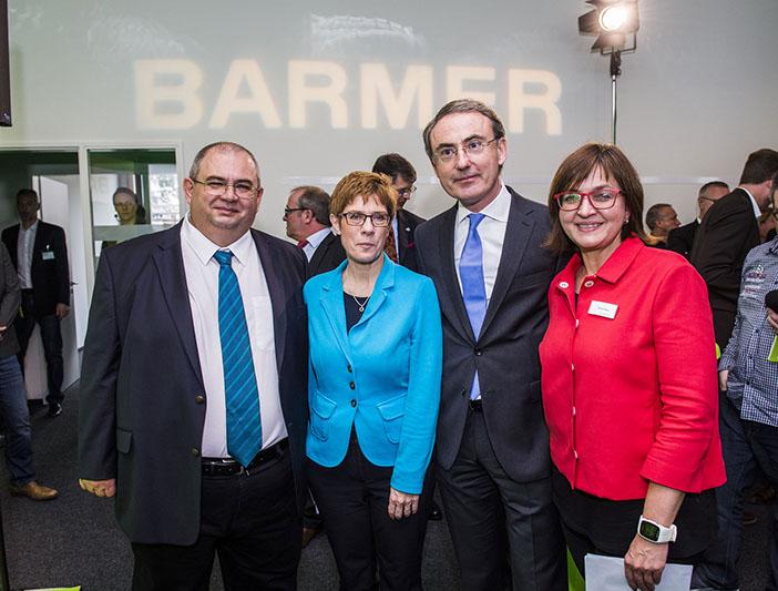 Michael Schamper und Annegret Kramp-Karrenbauer bei Eröffnung der Barmer in Merzig